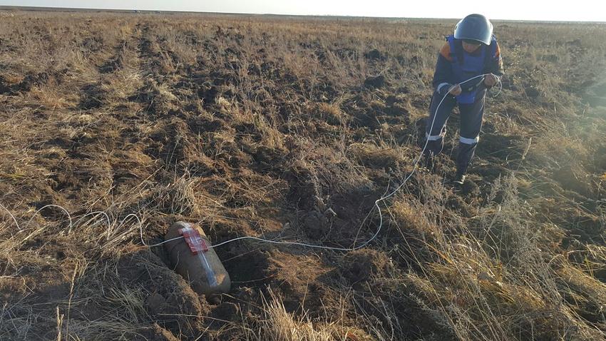 ВПриморье уничтожили обнаруженную трактористом авиабомбу весом 100кг